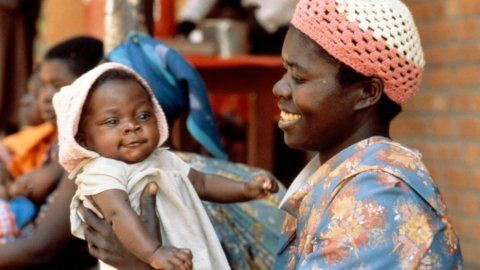 Mère avec bébé, Zambie. Crédit: John et Penny Hubley.